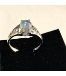 Glasring der ligner en opal